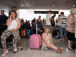 Espera junto al equipaje