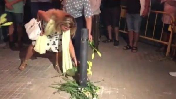 Acto homenaje al bolardo caído en Terrassa.
