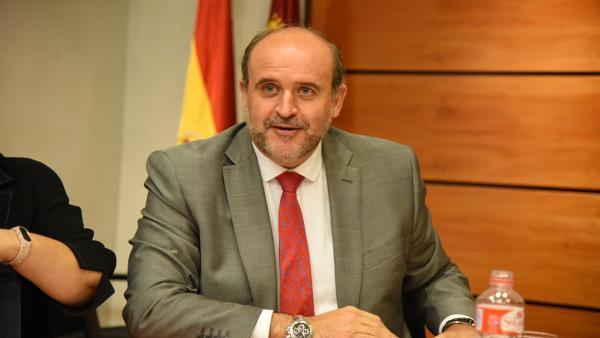 El vicepresidente de C-LM, José Luis Martínez Guijarro, en la Comisión de las Cortes.