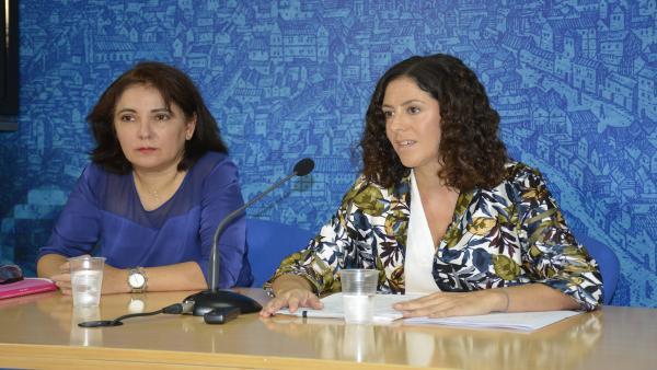 Las ediles toledanas Mar Álvarez y Noelia de la Cruz en rueda de prensa
