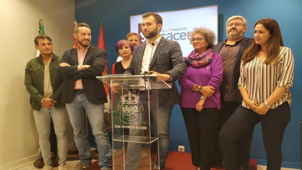 El alcalde y su equipo en el balance de cien días de gobierno