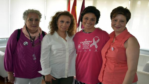 La alcaldesa de Ciudad Real Rosa Romero recibe a los integrantes de la AMUMA