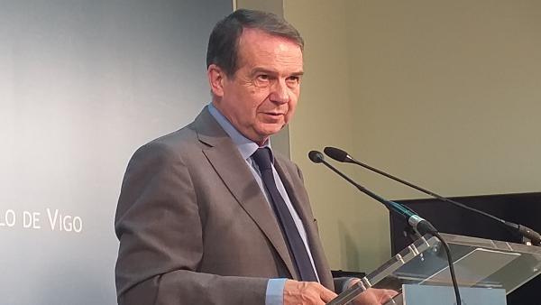 Abel Caballero, alcalde de Vigo y presidente de la FEMP, en rueda de prensa.