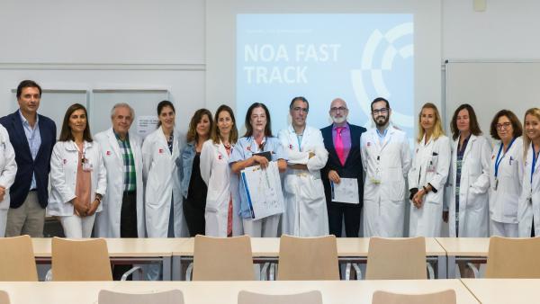 El consejro de Sanidad, Miguel Rodríguez, en el servicio de Neurocirugía de Valdecilla