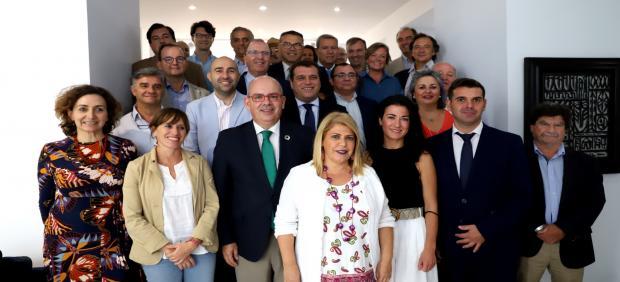 La alcaldesa de Jerez con la directiva de la CEC
