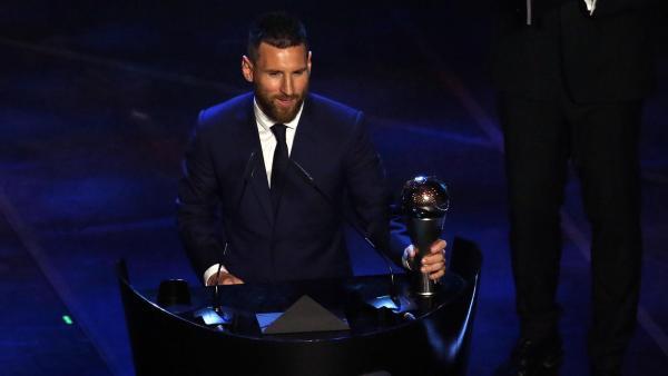 Leo Messi, con el premio The Best de la FIFA al mejor jugador de 2019