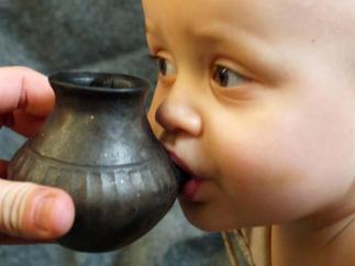Biberones de arcilla en la prehistoria