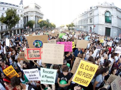 Manifestantes durante la huelga mundial por el clima en Madrid