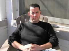 El escritor irlandés Adrian McKinty