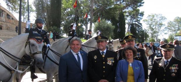 Lucrecio Fernández con las autoridades