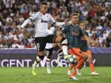 Rodrigo, durante el Valencia - Ajax de la Champions