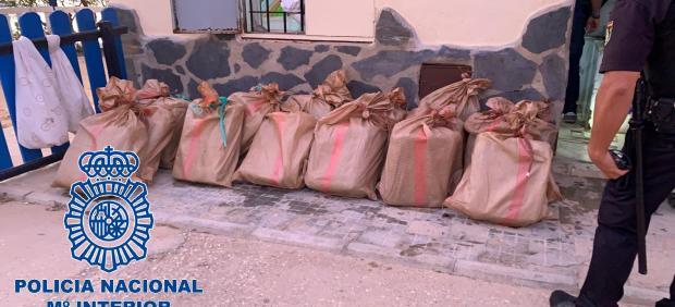 Fardos de hachís intervenidos por la Policía en San Fernando