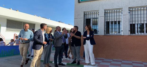 Andréu visita un centro escolar en Los Barrios