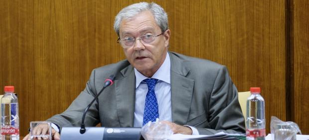 El consejero de Economía, Conocimiento, Empresas y Universidad, Rogelio Velasco, comparece en comisión parlamentaria.