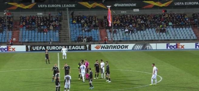 Un dron interrumpe un partido de Europa League