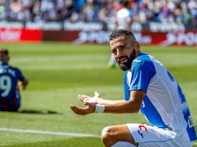 Polémica por el penalti de Siovas a Roger Martí en el Leganés - Levante
