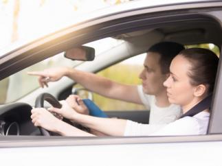 Examen práctico de conducir: las ayudas que sí están permitidas y las que no