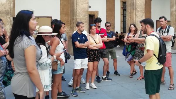 Turistas en el Rectorado