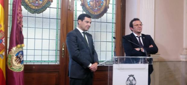 Juanma Moreno con el alcalde de Cádiz