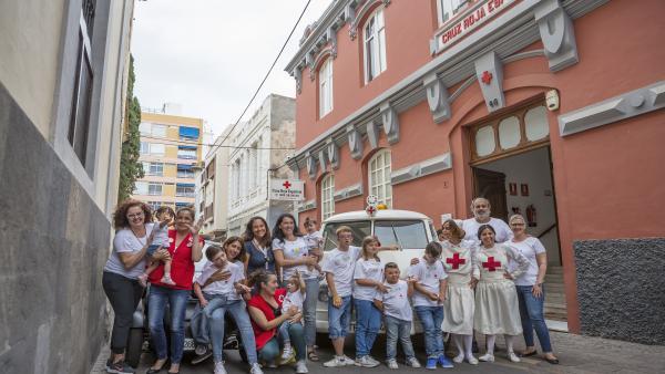 Foto de familia tras la presentación del Calendario Solidario 2020 de Cruz Roja y la Asociación Trisómicos 21