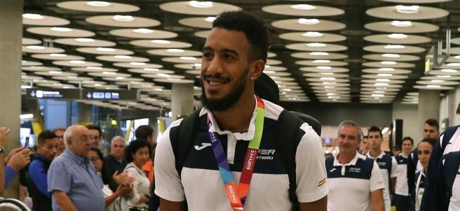 Orlando Ortega, a la llegada del equipo español de atletismo a Barajas