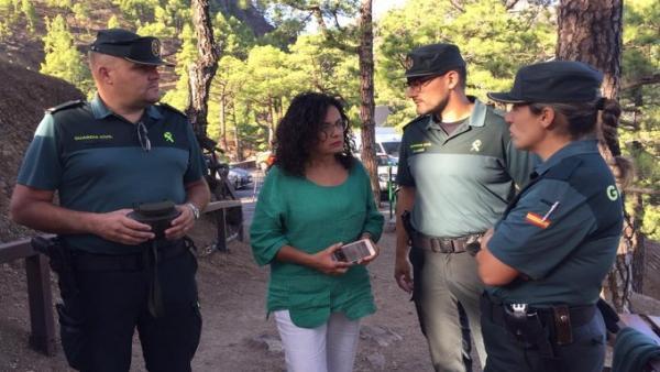 La consejera de Emergencias del Cabildo de LaPalma, Nieves Rosa Arroyo, sigue el dispositivo de rescate
