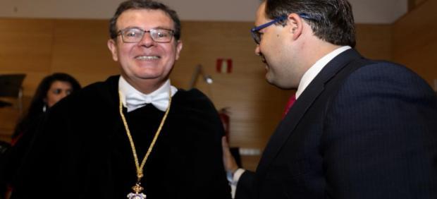 El rector de la UCLM, Miguel Ángel Collado, y el presidente regional del PP, Paco Núñez.