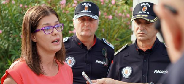 Foto recurso de la alcaldesa de Móstoles, Noelia Posse, ofreciendo declaraciones a los medios en el municipio.