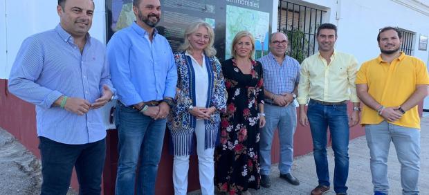 Colombo y Pajares con el alcalde de Los Barrios