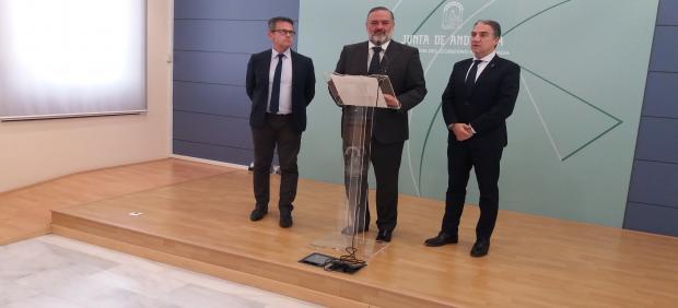 El delegado del Gobierno andaluz, Pablo García, en una imagen de archivo, con Elías Bendodo
