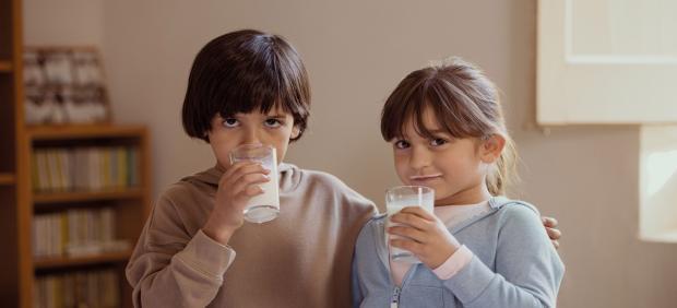 La acción 'Ningún niño sin bigote' consigue más de 22.200 litros de leche para el Banco de Alimentos de Badajoz