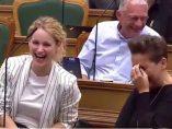 Risas en el parlamento danés
