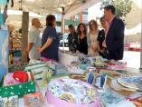 El presidente de la Diputación, Santiago Cabañero, visita la IV Feria 'Tierra de Emprendedoras' de Villamalea.