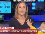Courtney Kube, presentadora de NBC, es interrumpida por su hijo en pleno directo