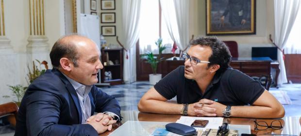Kichi con el portavoz del PP en el Ayuntamiento de Cádiz