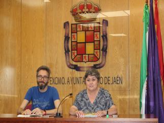 Los concejales de Adelante Jaén, Javier Ureña y Lucía Real.