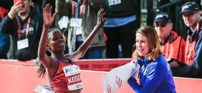 Brigid Kosgei bate el récord del mundo de maratón en Chicago
