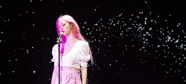 La cantante de k-pop, Sulli, en un concierto.