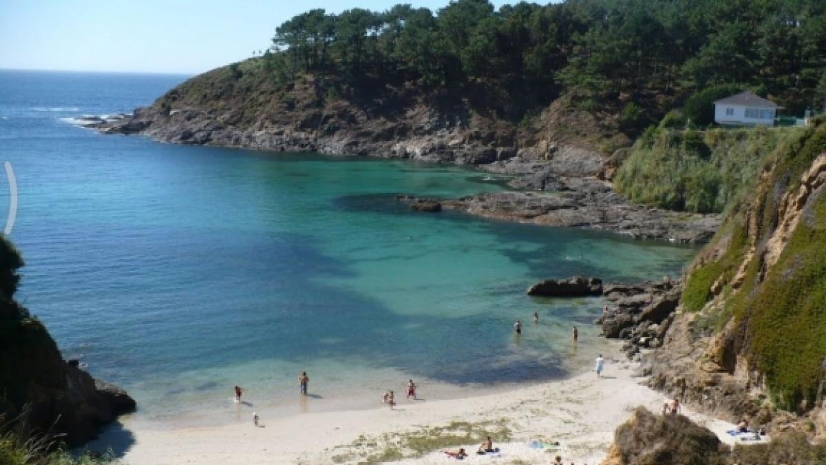 Investigan la muerte de una mujer cuyo cuerpo ha sido hallado en una playa de Oleiros (A Coruña)