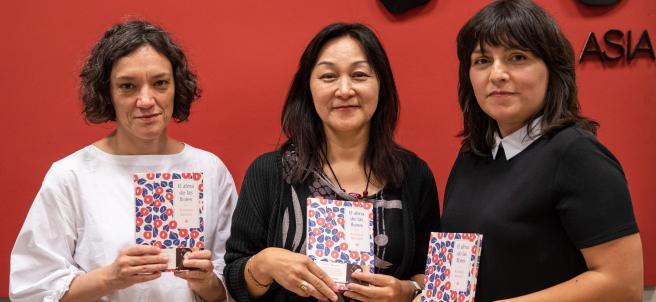 Las traductoras María José Ferrada y Yumi Hoshino con Marián Bango, editora
