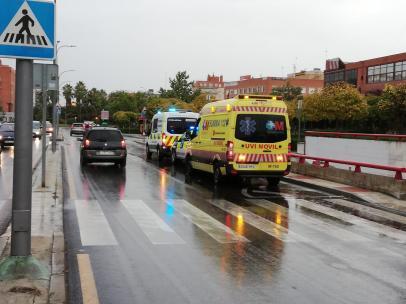 Coche de la policía y de los efectivos del SUMMA 112.