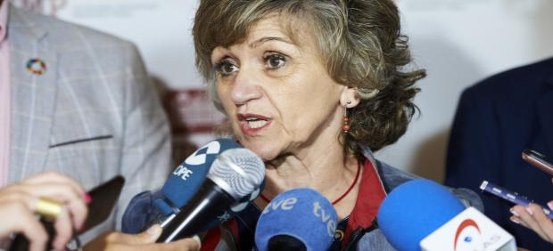 La ministra de Sanidad, Consumo y Binestar Social en funciones, María Luisa Carcedo, atiende a los medios de comunicación en una imagen de archivo