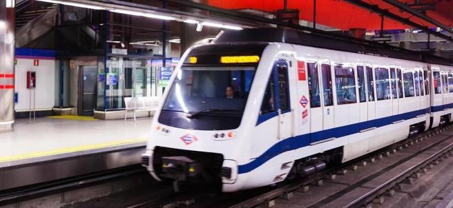 Maquinista en un tren de Metro de Madrid.