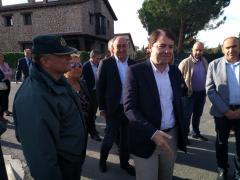 Fernández Mañueco seguido, detrás, por la presidente del PP de Segovia, Paloma Sanz, y el presidente de la Diputación, Miguel Ángel de Vicente.