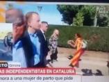 """Mujer embarazada en la """"Marcha por la libertad"""" de Girona."""
