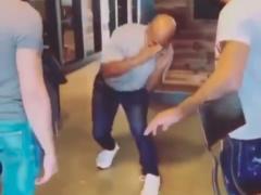 Mike Tyson hace una demostración al alemán Ottman Azaitar
