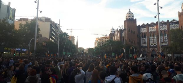 Miles de personas convocadas por los CDR se concentran en Gran Via de Barcelona en protesta por la sentencia del 1-O