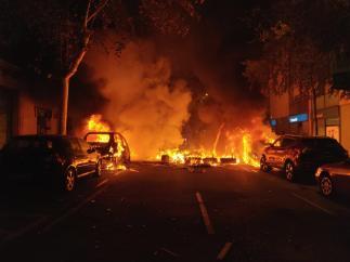 Cargas, barricadas y batalla campal en las protestas contra la sentencia del 'procés'