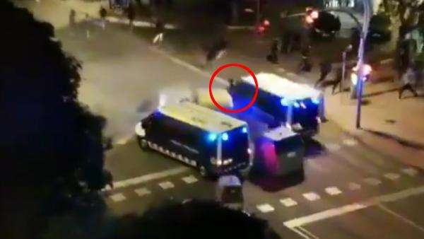 Un furgón de los Mossos atropella a un joven en Tarragona
