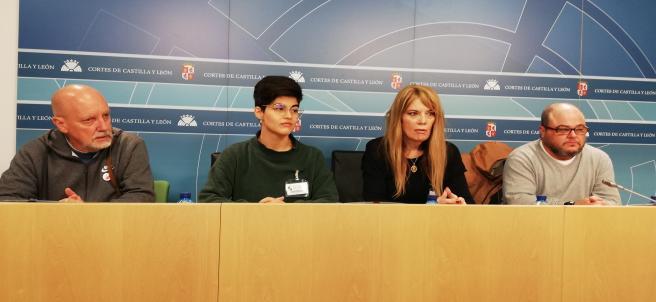 Los representantes de las federaciones regional y estatal LGTBI analizan en rueda de prensa la tramitación de las normas sobre estos colectivos